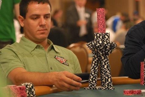 tumpukan chip poker